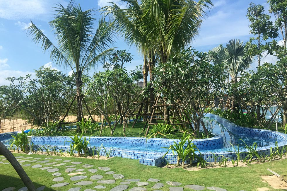 Kosmos Phu Quoc Villa swimming pool